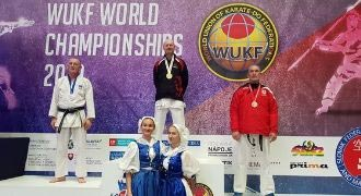 World title win for knee op Dad