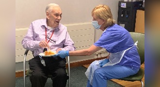 Patient Jack celebrate his 100th birthday